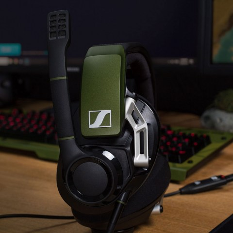 Sennheiser GSP 550 Headset - Product Application - Gaming Table Close-up