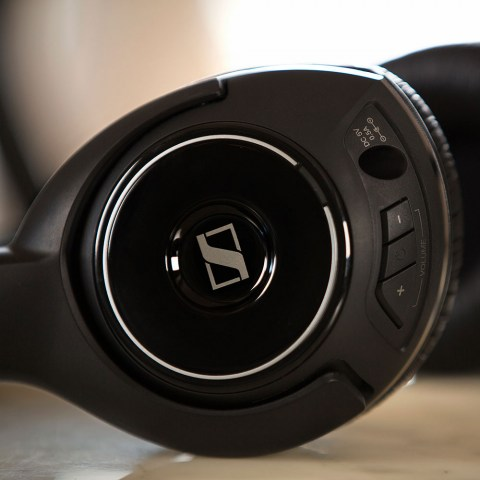 Sennheiser HDR 160 Headphones - Product Closely