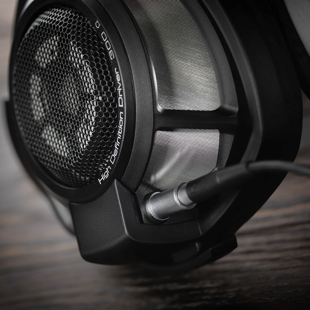 Sennheiser HD 800 S Headphones - Right Close
