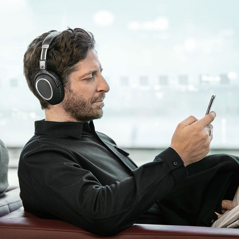 Sennheiser PXC 550 Wireless Headset - Product Application - Man 1