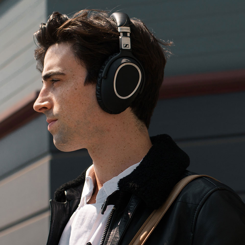 Sennheiser PXC 550 Wireless Headset - Product Application - Man 5