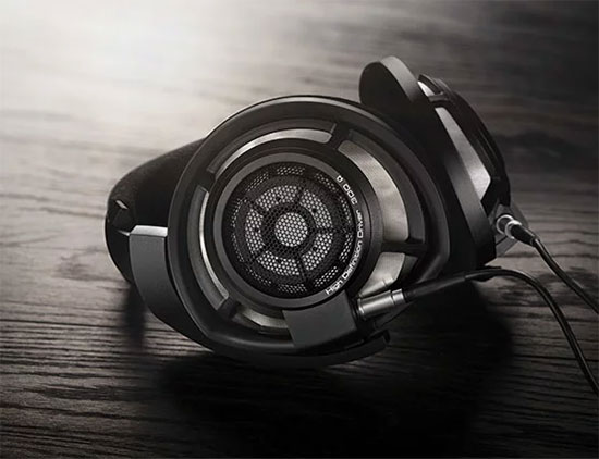 The new look of the HD 800 S